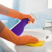 15 Bathroom Cleaning Hacks So Easy They Will Make You WANT To Clean Your Bathroom